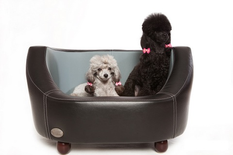 Oxford I Luxury Leather Black Dog Bed by Chester and Wells