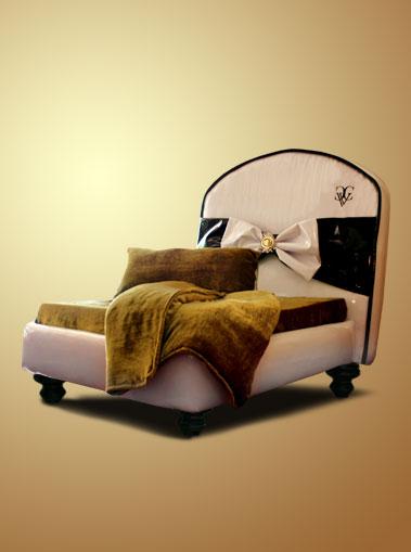 Chien Vivant Couture Signature Noir Fancy Dog Bed