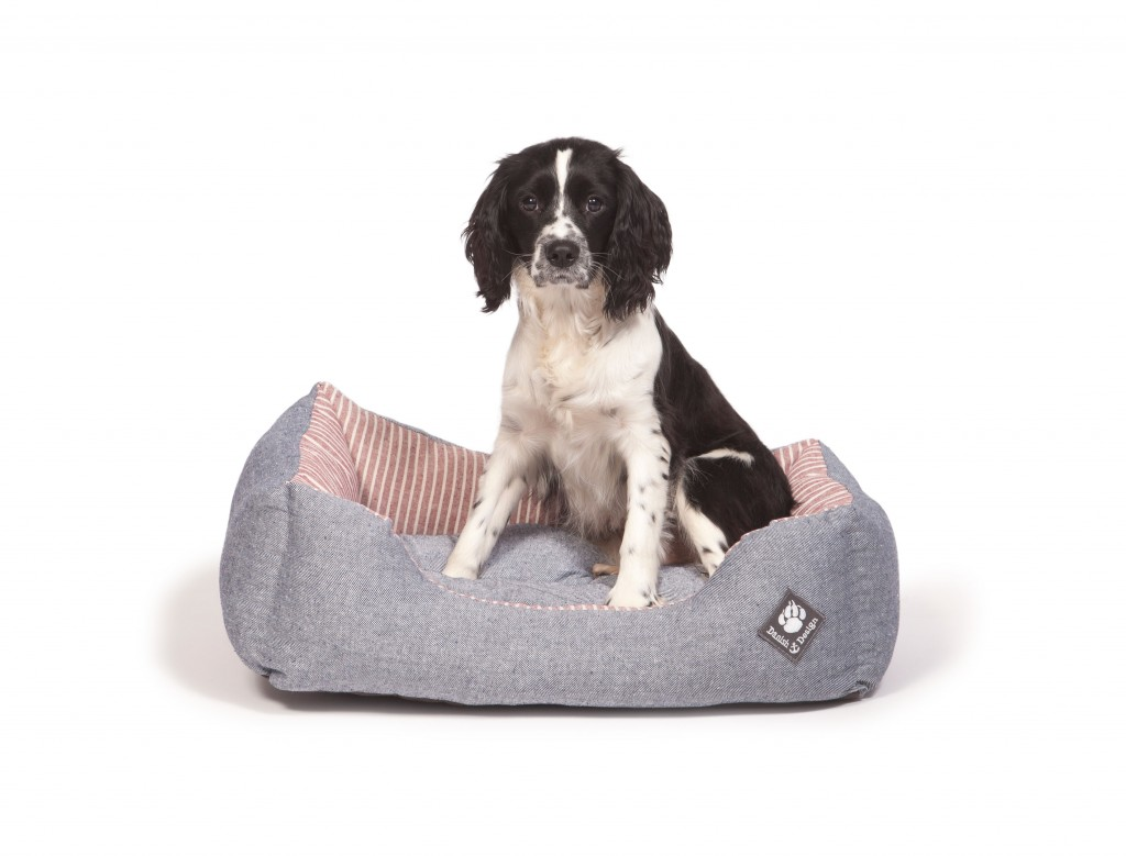 Maritime Red Snuggle Bed with Dog