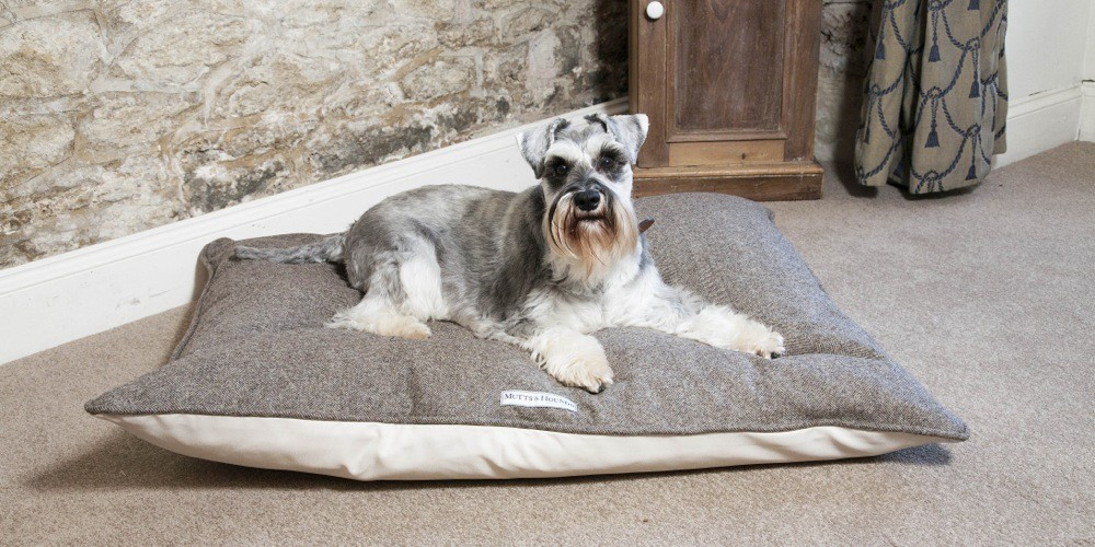 Mutts and Hounds Luxury Herringbone Tweed Pillow Dog Beds