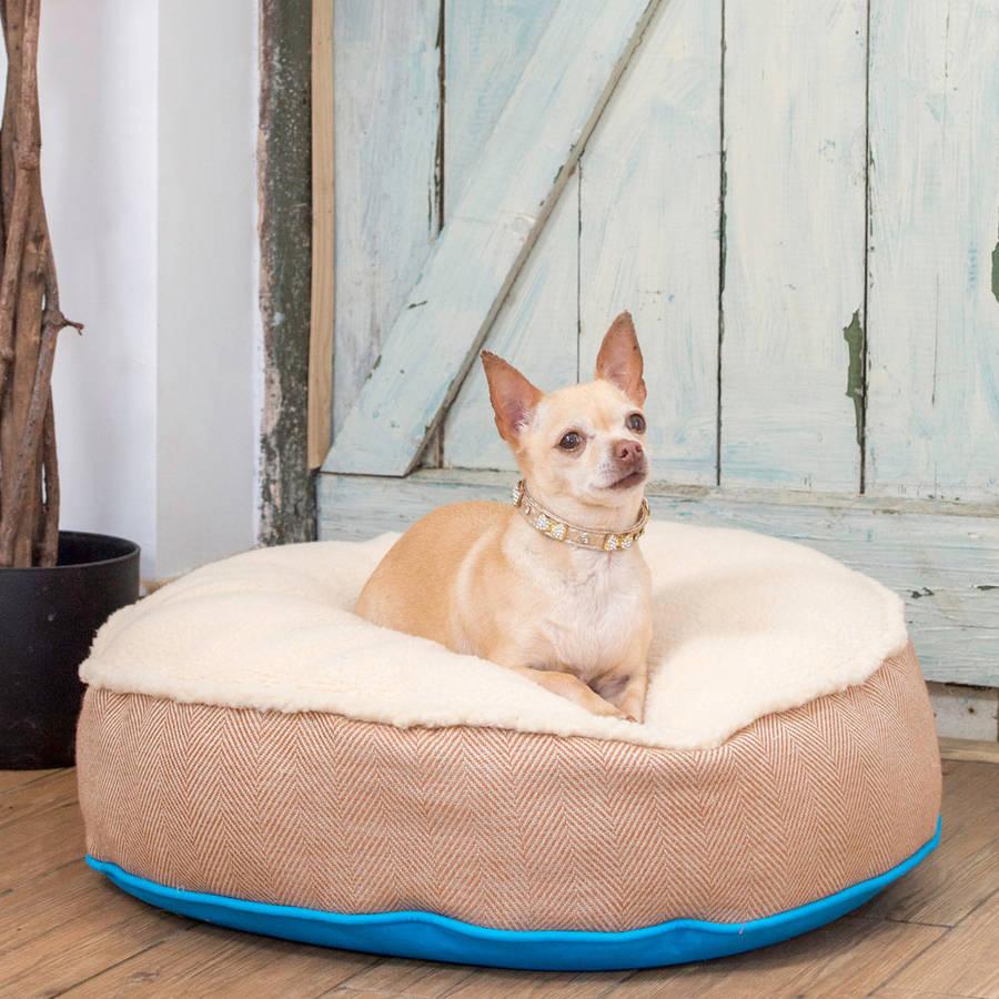 original_cosy-top-soft-dog-bed-in-blue-and-herringbone (1)