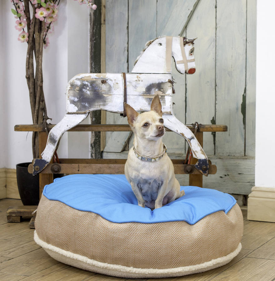 original_cosy-top-soft-dog-bed-in-blue-and-herringbone