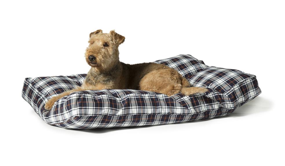 Lumberjack Dog Beds White And Navy Box Duvet by Danish Design